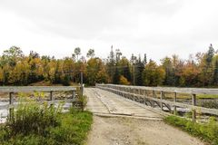 Ponte de madeira através do rio de Androscoggin Imagens de Stock Royalty Free