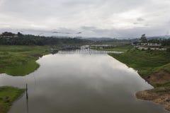 Ponte de madeira de segunda-feira em Tailândia fotos de stock