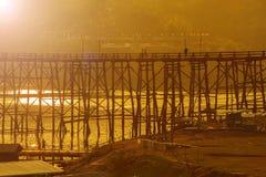 Ponte de madeira de Sungkraburi fotos de stock