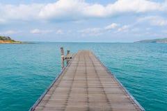 Ponte de madeira em Khao Laem Ya, Rayong, Tailândia Fotografia de Stock
