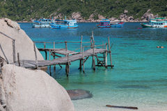 Ponte de madeira na ilha do yuan de Koh Nang foto de stock royalty free