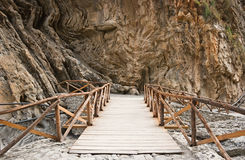 Ponte de madeira no desfiladeiro de Samaria. Fotografia de Stock