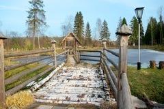 Ponte de madeira no parque Mola cénico Imagens de Stock