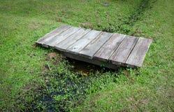 Ponte de madeira pequena Imagens de Stock Royalty Free