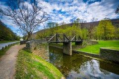 A ponte de madeira sobre o canal de Shenandoah, nos harpistas Ferry, oeste Imagem de Stock
