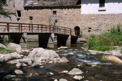 Ponte de madeira sobre o rio de Andaka fotos de stock