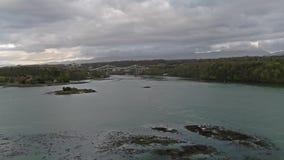 Ponte de Menai e os passos na ilha do por do sol de Anglesey Gales norte video estoque