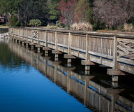 Ponte de passeio de madeira fotografia de stock royalty free