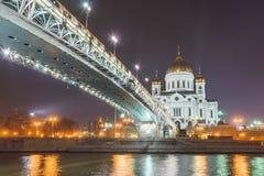 Ponte de Patriarshy e a catedral de Cristo o salvador em Moscou Imagens de Stock Royalty Free