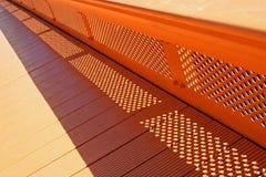 Ponte de pedestre alaranjada Fotografia de Stock
