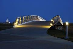 Ponte de pedestre pelas proximidades do lago em Milwaukee fotografia de stock