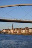Ponte de pedestre sobre a massa Imagens de Stock Royalty Free