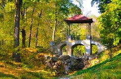 Ponte de pedra com arcos e o telhado vermelho Imagem de Stock Royalty Free
