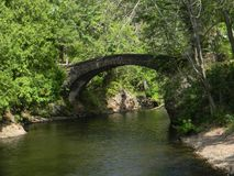 ponte de pedra histórica calma fotografia de stock royalty free