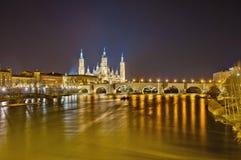 Ponte de pedra no rio de Ebro em Zaragoza, Spain fotos de stock