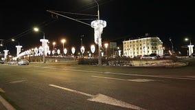 Ponte de pedra perto do Kremlin na noite-- a vista a mais popular de Moscou, Rússia video estoque