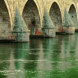 Ponte de pedra velha Imagens de Stock Royalty Free