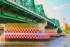 Ponte de Phra Phuttha Yodfa, ponte memorável imagens de stock