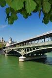 Ponte de Pont de Bir-Hakeim, Paris, França. Imagens de Stock
