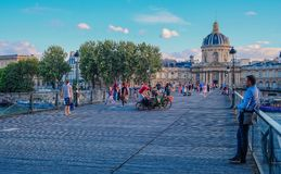 Ponte de Pont des Arts do rio Seine foto de stock royalty free