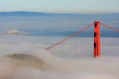 Ponte de porta dourada de San Francisco na névoa Fotografia de Stock