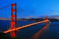 Ponte de porta dourada de San Francisco na noite Fotografia de Stock Royalty Free
