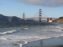 Ponte de porta dourada no fim da tarde Imagem de Stock