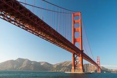 A ponte de porta dourada no por do sol de San Francisco Imagem de Stock