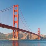 A ponte de porta dourada no por do sol de San Francisco Fotos de Stock