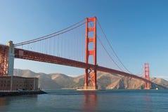 A ponte de porta dourada no por do sol de San Francisco Fotografia de Stock Royalty Free