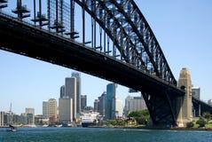 Ponte de porto de Sydney & skyline de Cith Imagem de Stock Royalty Free