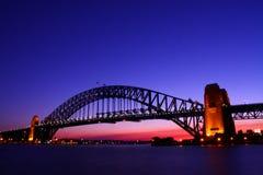 Ponte de porto de Sydney no crepúsculo. Imagem de Stock Royalty Free