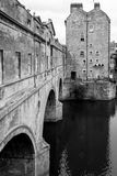 Ponte de Pulteney no banho, Somerset, Reino Unido preto e branco Foto de Stock Royalty Free