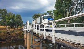 Ponte de Rawsonville sobre o rio de Macquarie perto de Dubbo Fotos de Stock Royalty Free