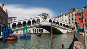 Ponte de Rialto e canal grande, Veneza, Italy foto de stock royalty free