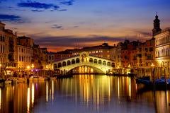 Ponte de Rialto em Veneza fotos de stock
