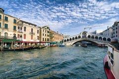 Ponte de Rialto em Veneza, Italy Fotografia de Stock