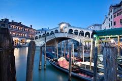 Ponte de Rialto, Veneza Italy Foto de Stock Royalty Free