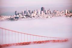 Ponte de San Francisco Golden Gate no dia nevoento l de nivelamento dramático fotografia de stock royalty free