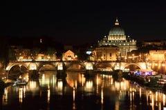 Ponte de Sant Angelo e basílica de St. Peter foto de stock royalty free