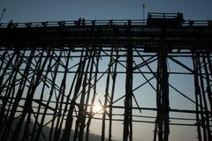 Ponte de SEGUNDA-FEIRA que surpreende em Tailândia foto de stock
