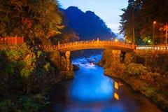 Ponte de Shinkyo durante o outono em Nikko fotografia de stock