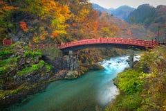 Ponte de Shinkyo durante o outono em Nikko imagem de stock