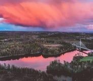Ponte de Smaalenene em Noruega sobre o rio Glomma foto de stock