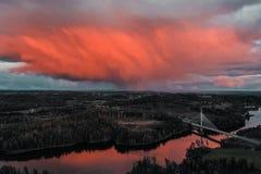 Ponte de Smaalenene em Noruega sobre o rio Glomma imagem de stock royalty free