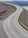 Ponte de Storseisundet, a atração principal da estrada atlântica noruega Fotografia de Stock