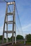 Ponte de suspensão através do rio. Fotografia de Stock
