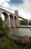 Ponte de suspensão de Menai, do lado oeste de Anglesey fotografia de stock royalty free