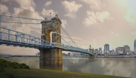Ponte de suspensão de John A Roebling Suspension Bridge histórico em Cincinnati, Ohio foto de stock royalty free