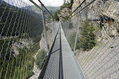 Ponte de suspensão na montanha Imagens de Stock